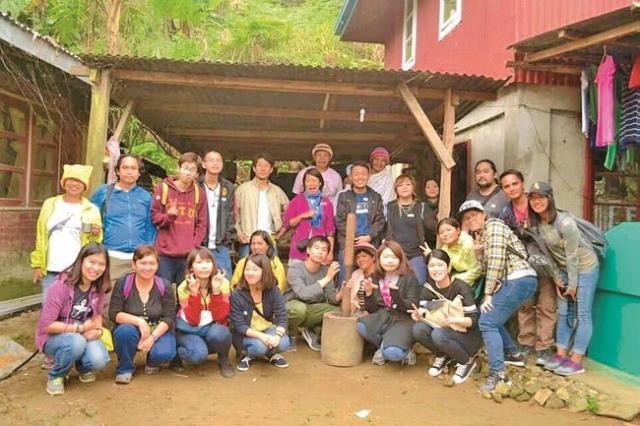 農家さんのお宅にて 参加者全員で記念写真