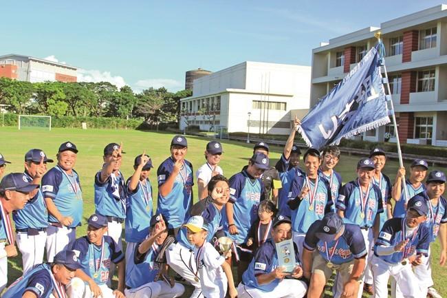 第22回ソフトボール大会(主催・マニラ日本人会)決勝戦が11月20日、首都圏タギッグ市のマニラ日本人学校グラウンドで行われ、りま組(予選7位)が13対12で春光会(予選6位)に勝ち、出場22チームの頂点に立った。りま組は3年ぶり3回目の優勝。
