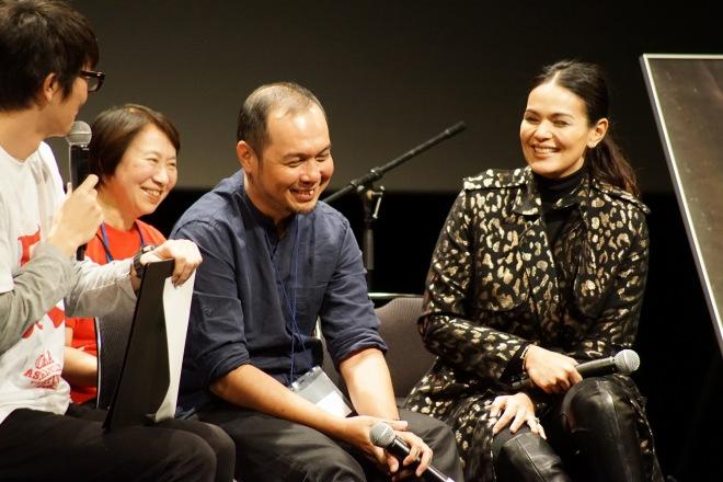 上映後、和やかな雰囲気でトークするターログ監督とカルサドさん