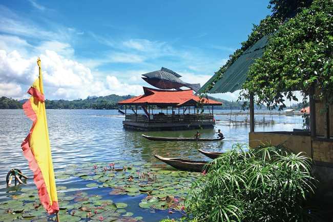 「チボリの里」と呼ばれるセブ湖。チボリはこの近辺にたくさん住んでいる。淡水魚テラピアの養殖が盛んでホテルも湖の周りに集中している