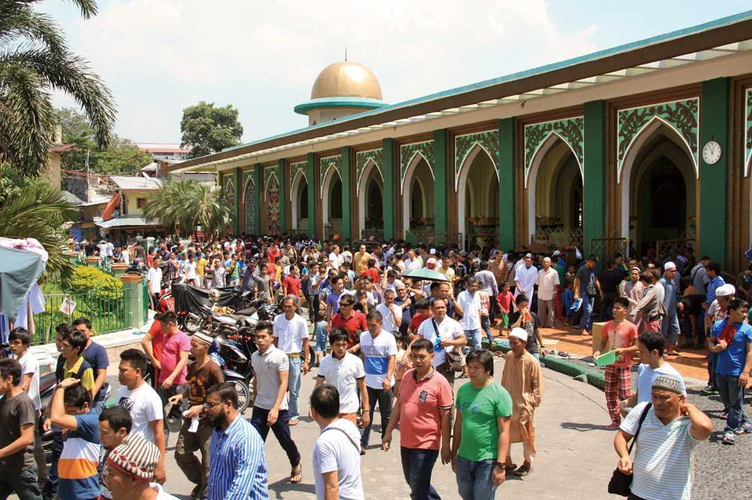 マニラ市内にある礼拝所、ゴールデンモスク。首都圏ではマラナオ人が多数を占める。DVDや真珠、携帯電話などの小売業に従事している人が多い。