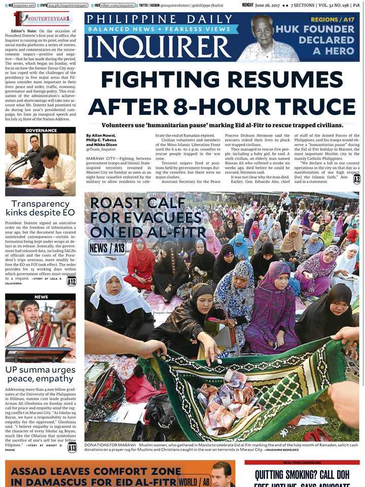 マニラ市内で行われたイスラム教徒の断食月「ラマダン」明けの集団礼拝でマラウィ市復興のための募金活動を報じるインクワイアラー紙(6月26日号)
