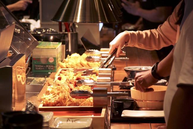 野菜かき揚げなど天ぷらもメインメニュー