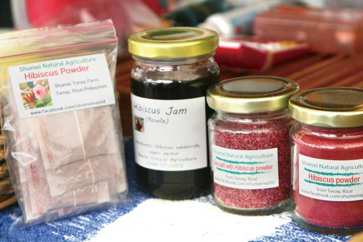 国連開発計画の共同プロジェクトとして取り組むハイビスカスで作られたお茶やジャム。