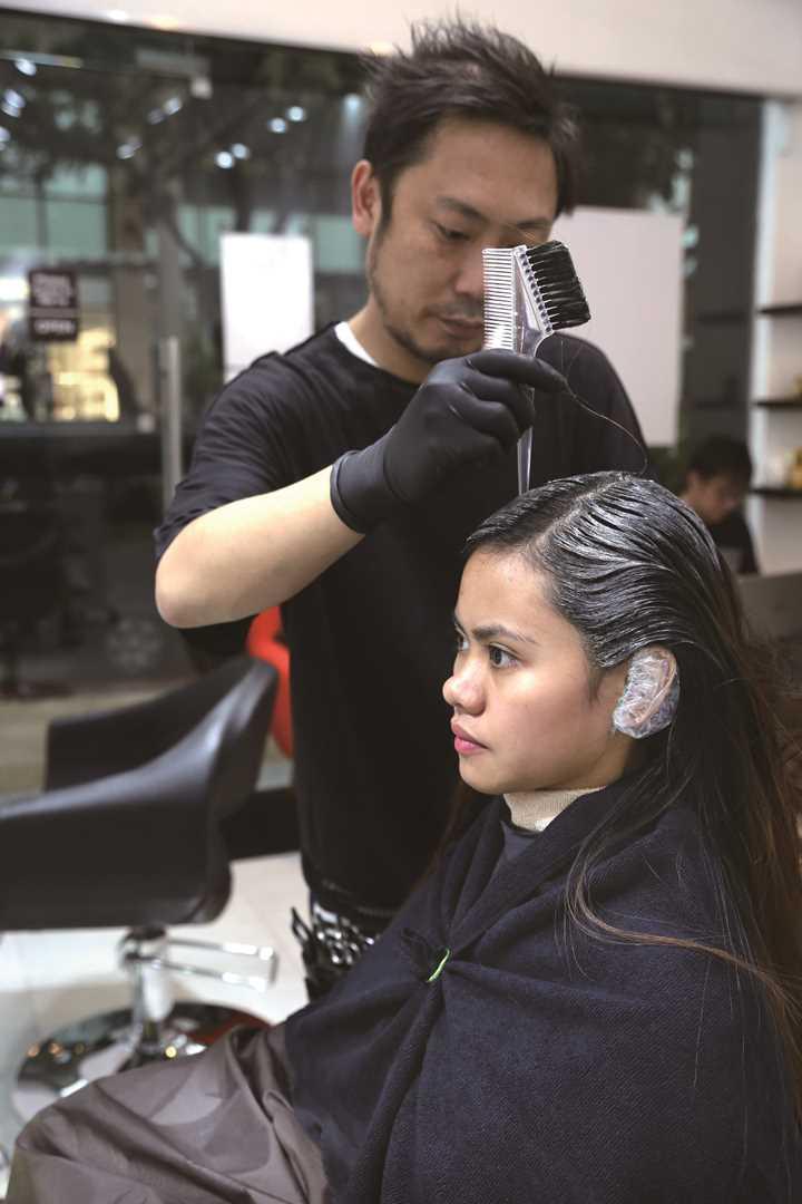 プリンセスさんはまずはヘアカラーから Princess first treatment is hair color.