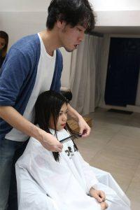 このスタイルのチャームポイント、前髪を繊細かつ大胆にカット The main point of Ruzel's style is to have a bold cut bangs.