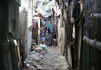 どんな路地でも人々の生活が息づいている。 The lives of the people in this place. Makikita ang pamamaraan ng kanilang pamumuhay.