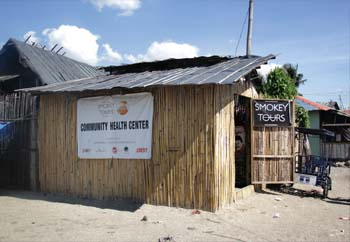 スモーキーツアーズが建てたヘルスセンター。水や薬を提供。 A Community Health Center built by the Smokey Tours. Community Health Center